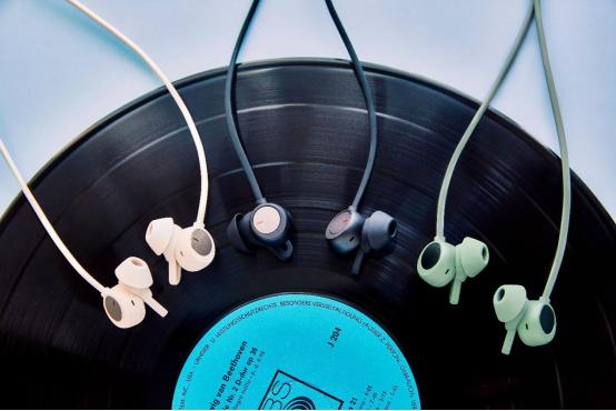 《【摩鑫娱乐代理注册】出街、旅行音乐随行,华为FreeLace Pro无线耳机引领颈戴降噪新风尚》