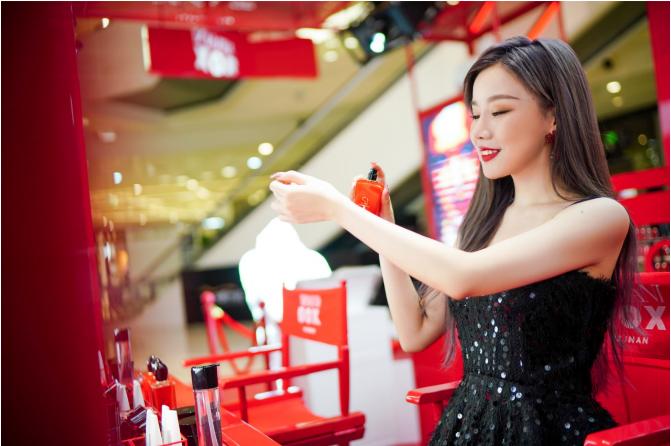 风靡全球的阿玛尼「集妆箱」快闪店 空降海南三亚