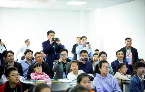 2020创建中小学校服劳动实践基地座谈会在江苏派逊举行