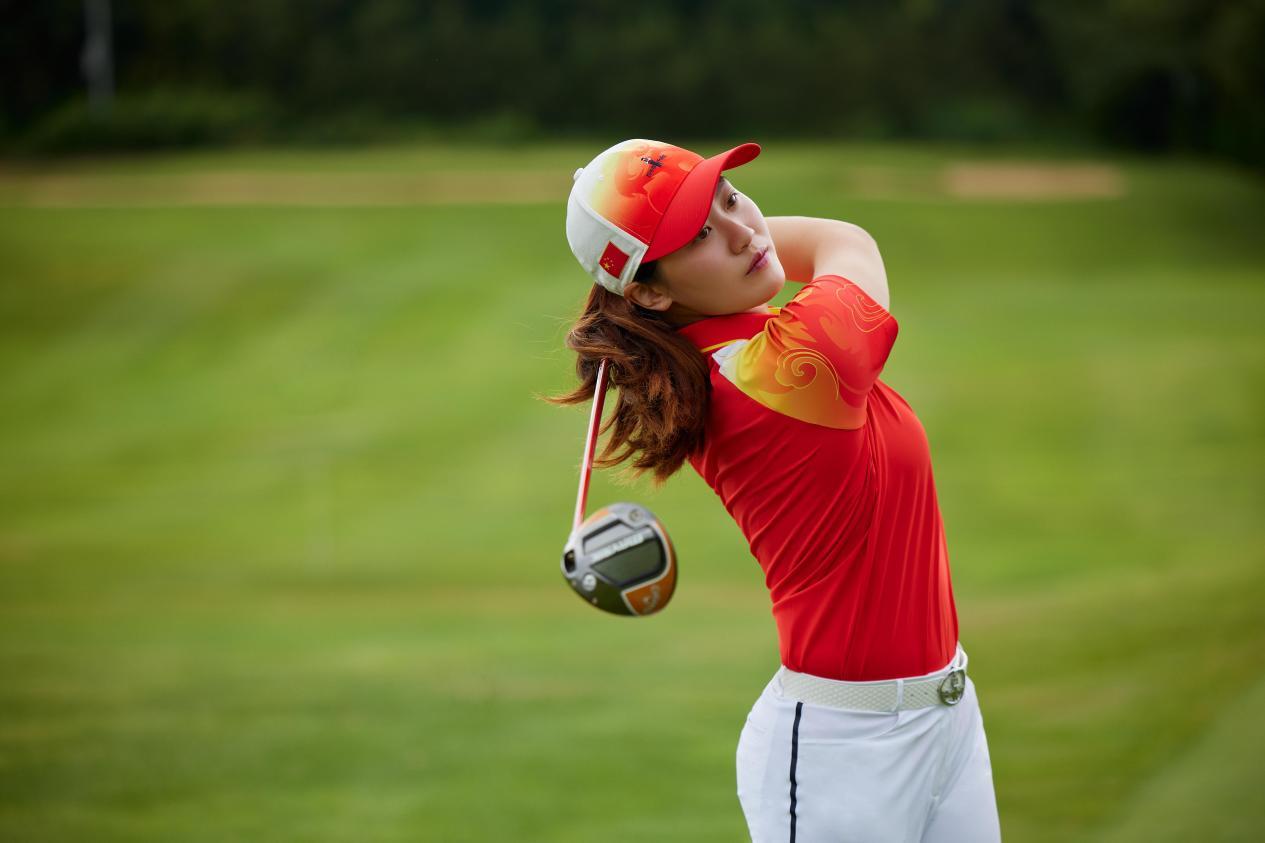 决赛轮发挥出色挺进前十,林希妤与比音勒芬一起展现高尔夫魅力