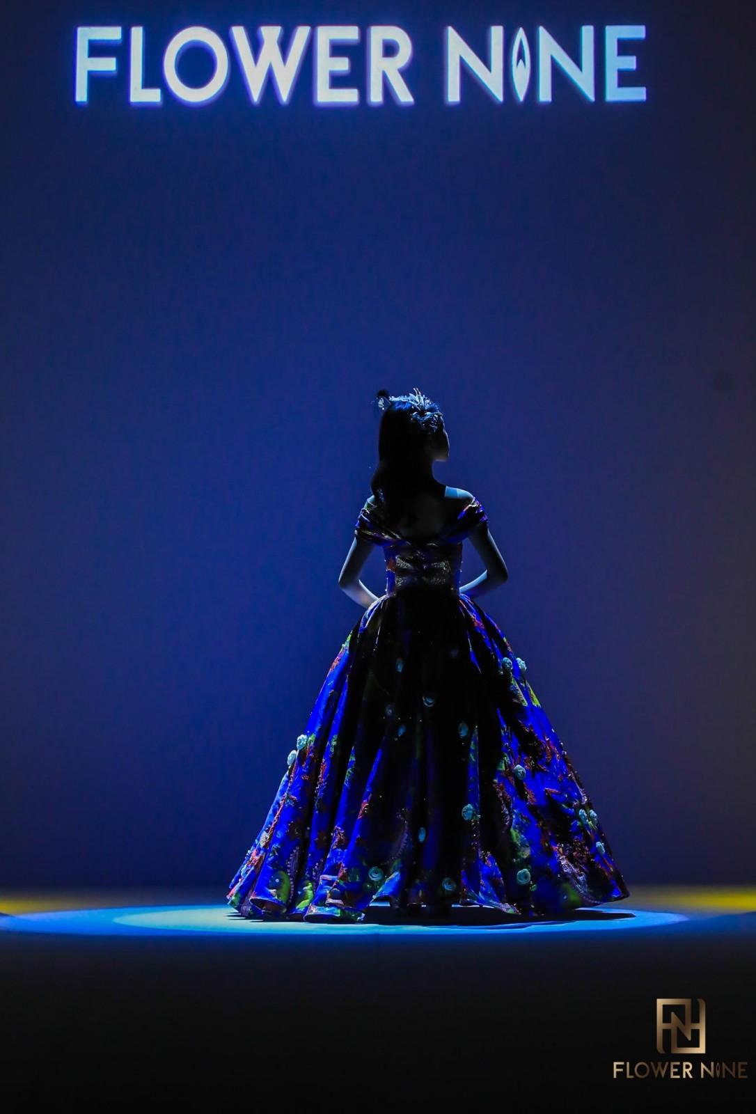 FLOWER NINE大公主林皓玥:针线飞舞间的华服之美,举手投足间演绎青春岁月