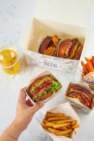 中国人自己的无损汉堡!酱酱堡黑石M+店开业
