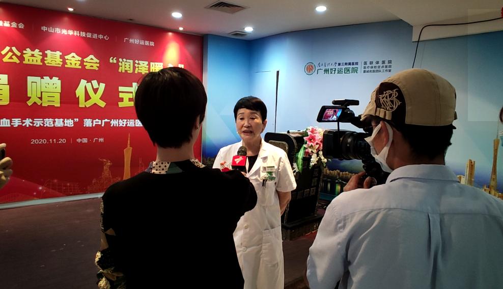 仪式结束后好运医院齐兰院长接受媒体采访