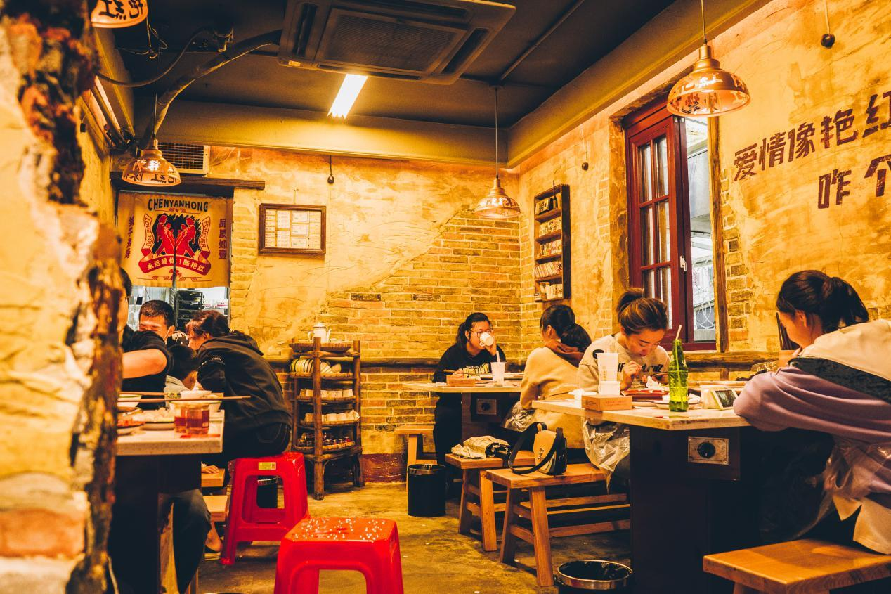 陈艳红凭借这一点,在四川火锅界收获一大批食客!