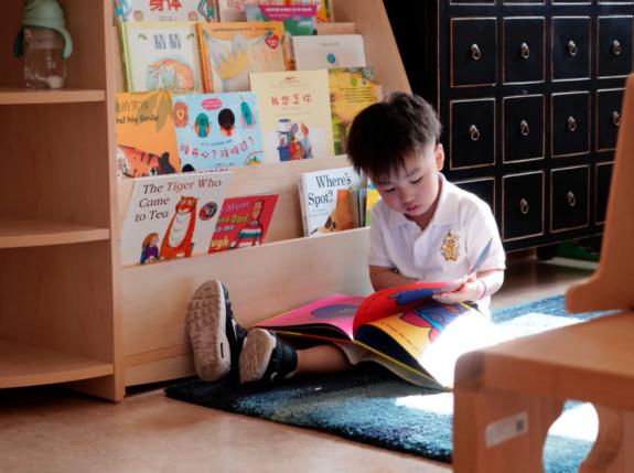 在惠立这所杭州双语幼儿园,读书活动温暖孩子们的冬天