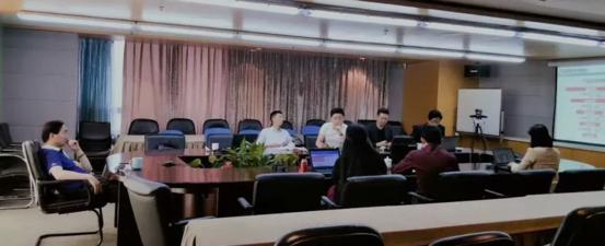 图片包含 室内, 桌子, 房间, 电脑  描述已自动生成