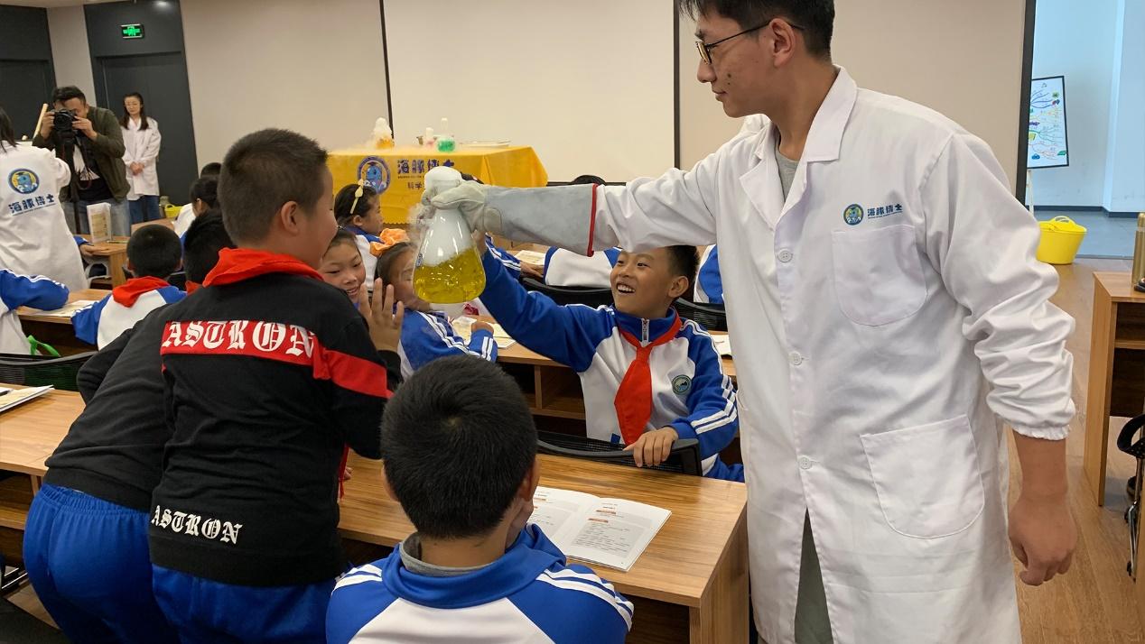 打破传统海豚博士创客教育新模式