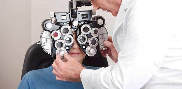 成都配眼镜哪里比较好?有什么注意事项?