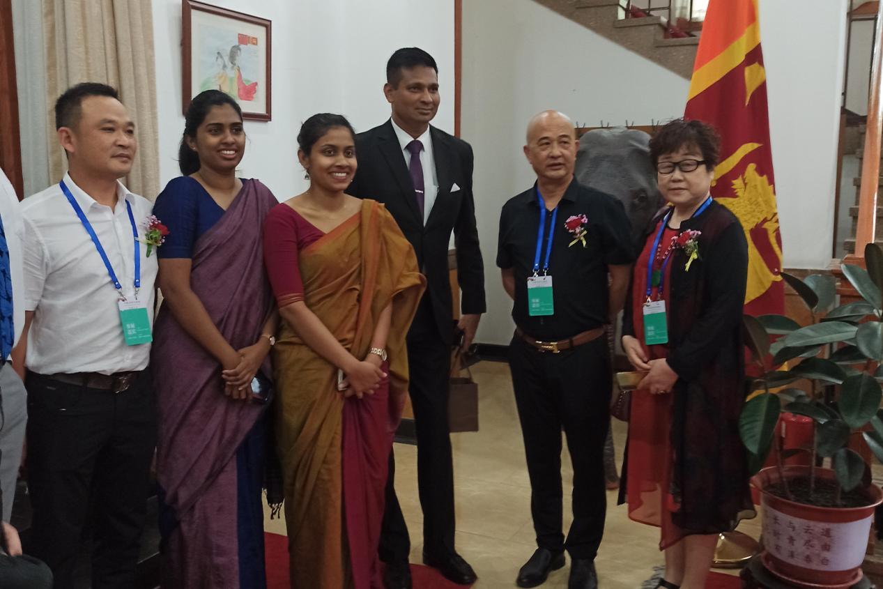"""热烈祝贺""""丝路艺桥交流展""""在斯里兰卡驻华使馆圆满成功"""