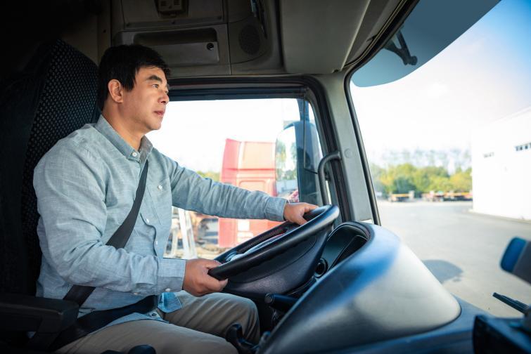 摄图网_501544465_banner_司机驾驶货车(非企业商用)
