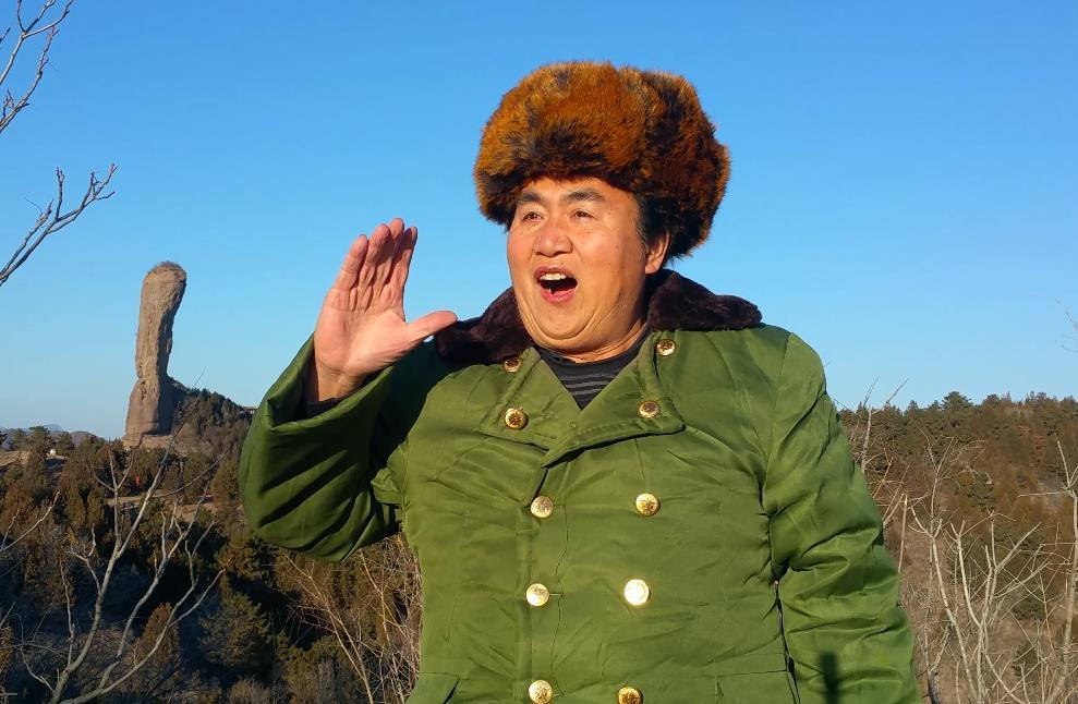 张雄舰磬锤峰前演唱唱支山歌给党听001