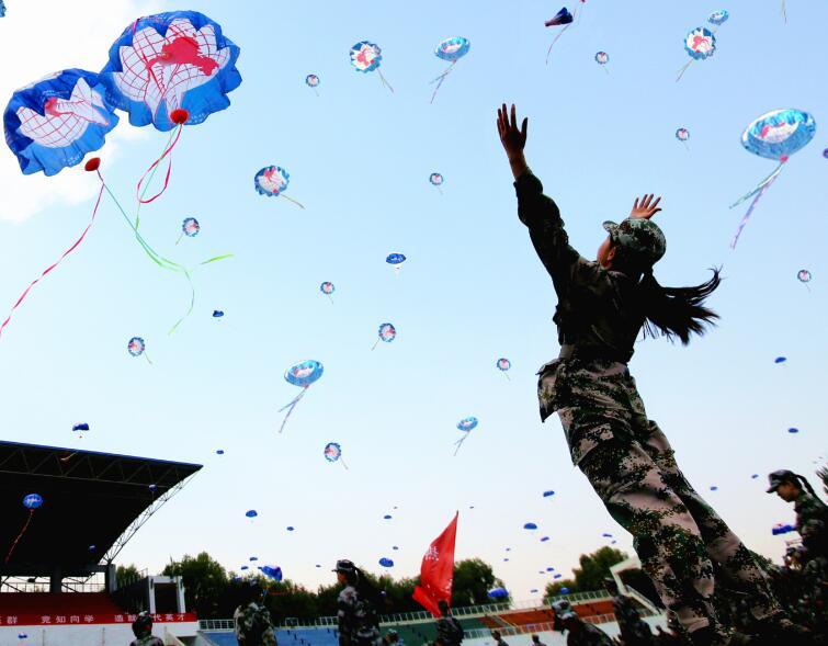 中国大学生放飞中国梦活动在承德启动1