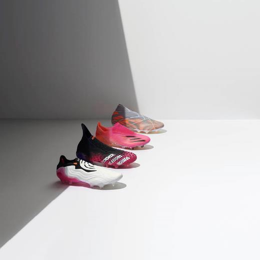 阿迪达斯SUPERSPECTRAL足球鞋套装来袭