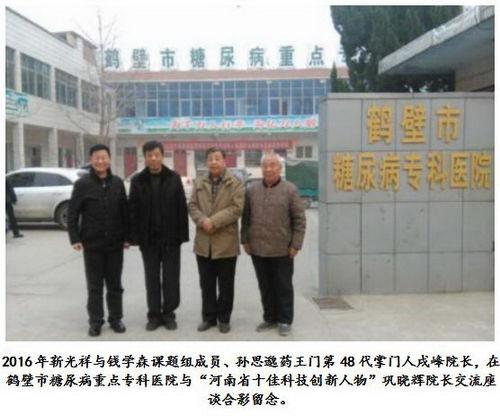 一群人站在建筑前  描述已自动生成