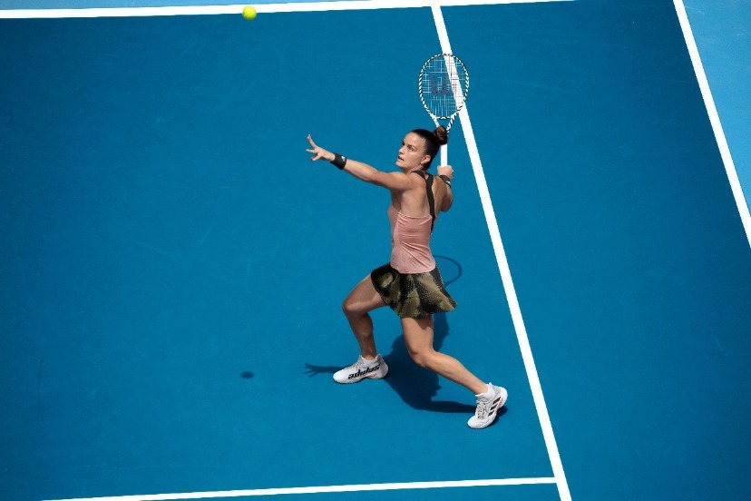 打网球的人  描述已自动生成