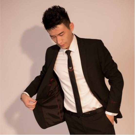 歌手谢飞《兄弟这些年》坚守梦想闪耀乐坛 — 鑫飞越唱片全力打造经典音乐