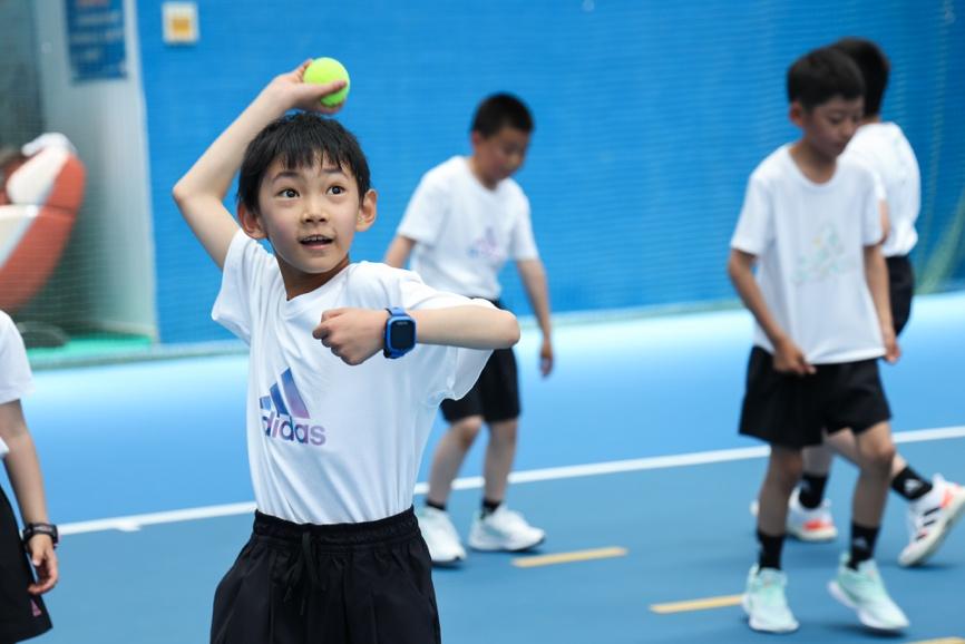 一張含有 體育競賽, 運動, 個人, 球場 的圖片  自動產生的描述