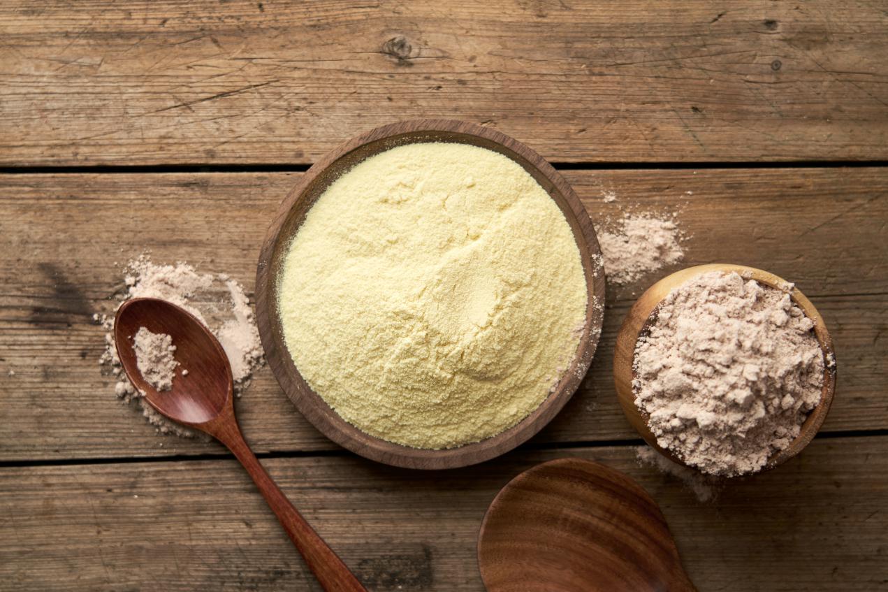 摄图网_501708454_木板木桌上的蛋白粉(非企业商用)