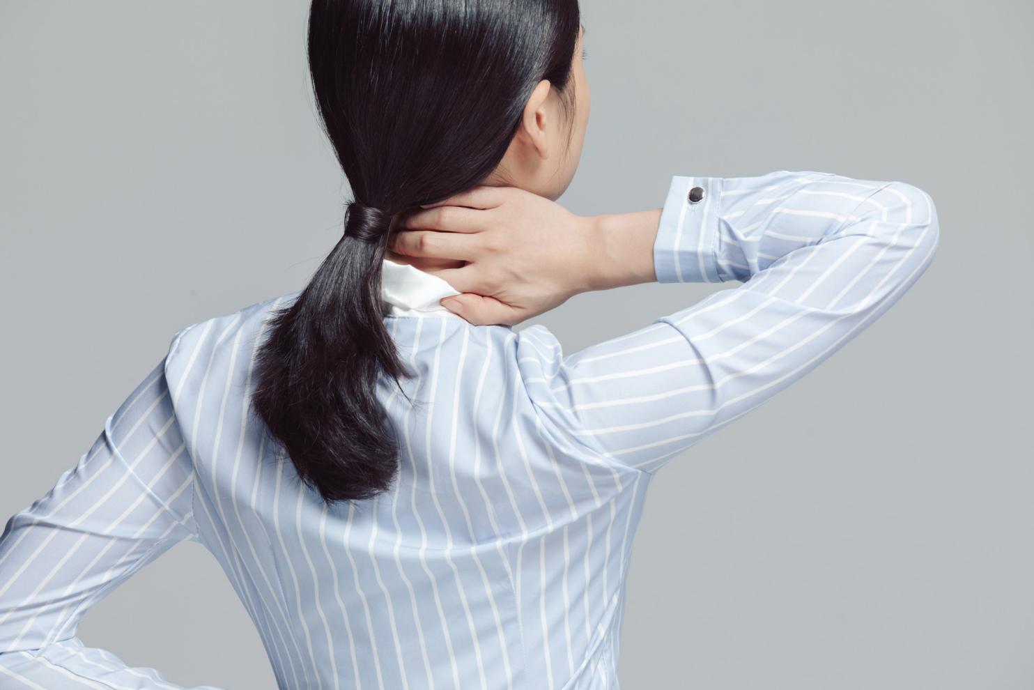 摄图网_501651753_banner_白领商务女性腰酸背痛特写(非企业商用)