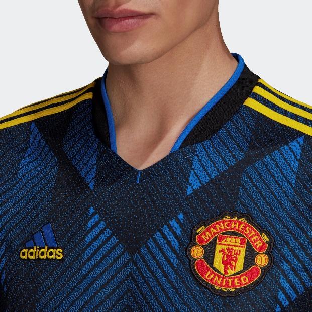 阿迪达斯曼联202122赛季客场球衣——开启一代人记忆的钥匙