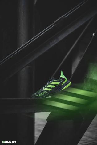 全倾全力 突破自我 阿迪达斯4DFWD新款跑鞋已发售