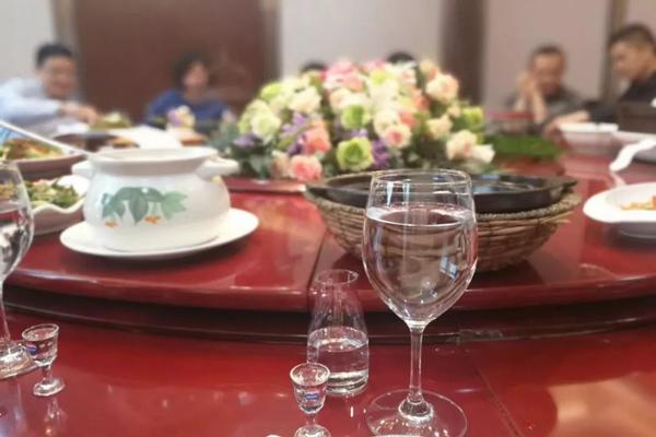 喜事这么多,宴请待客的白酒到底应该怎么选