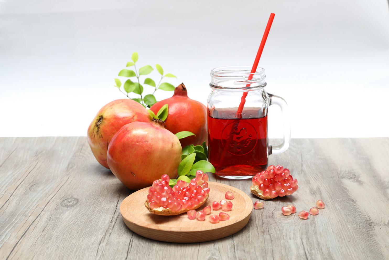 摄图网_500609653_banner_创意石榴果汁造型(非企业商用)