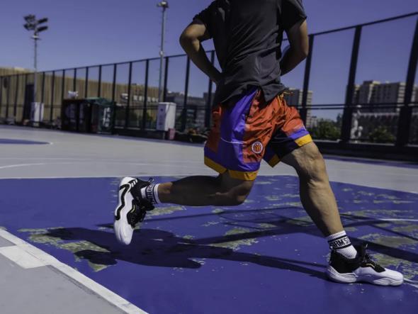 球场见!顶级球员的征战首选——adidas D.O.N. ISSUE #3