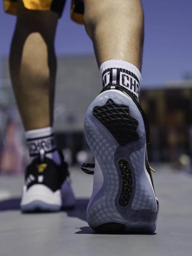 超越极限 adidas D.O.N. ISSUE #3助力球员在赛场突破自我