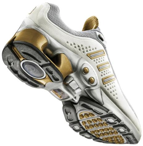 阿迪达斯4DFWD系列震撼出击 新品展现实力 科技创造全新体验