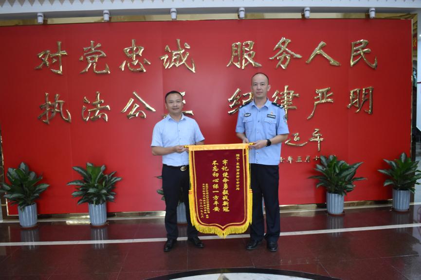 东莞红色文化教育培训基地一行慰问厚街分局干警