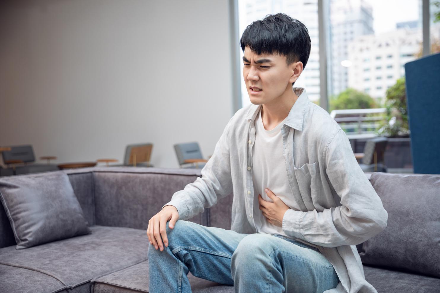 摄图网_501313879_banner_男青年肚子疼(非企业商用)