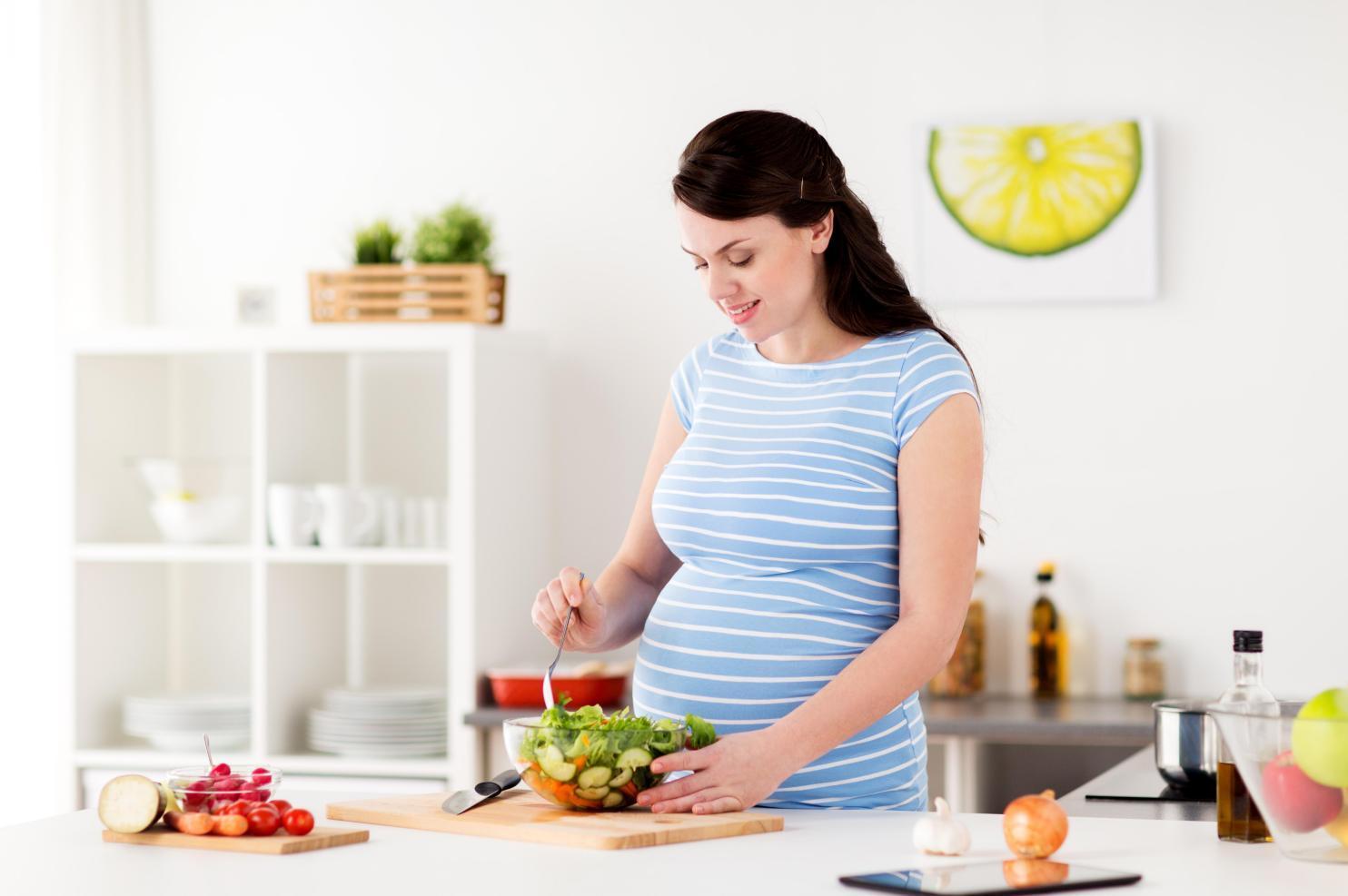 孕期营养需求多,汤臣倍健铁叶酸片来帮忙