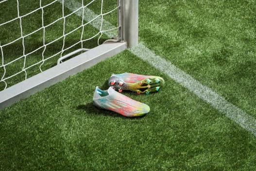 推出NUMBERSUP足球鞋套装突破传统设计理念 展现FIFA 22游戏内核