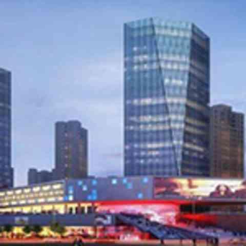 三星在上海开中国最大的旗舰体验店就在苹果店对面
